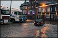 Overnachtende vrachtwagenchauffeurs Vlaardingen met voeten in het water [+foto]