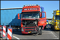 Vrachtwagenchauffeur lichtgewond bij ongeval op A7/N33 [+foto]
