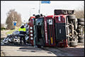 Vrachtwagen met afval gekanteld in Heerle [+foto]