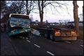 Arriva bus rijdt bovenop geparkeerde vrachtwagen aanhanger [+foto]