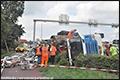 Vrachtwagen op rotonde Gouda gekanteld [+foto]