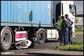 Vrouw slechts lichtgewond na aanrijding met vrachtwagen [+foto]