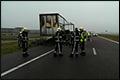 Vrachtwagentrailer brandt volledig uit op A7 [+foto's]