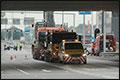 Exceptioneel transport gestrand op busbaan in Groningen [+foto]