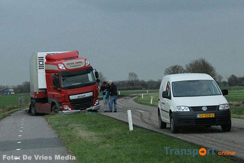 Vrachtwagen van de weg langs N356 [+foto]