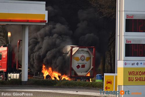 Vrachtwagen met LPG in brand gevlogen op A58 [+foto's]
