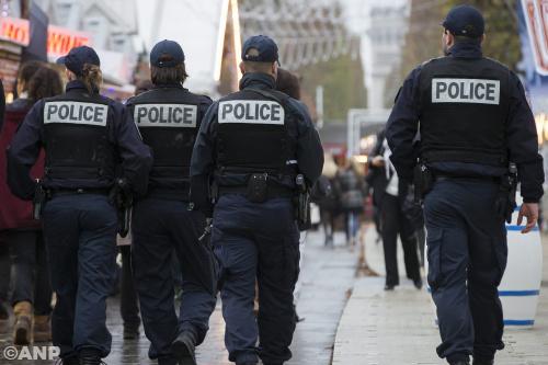 Man aangehouden bij Parijs om aanslagen