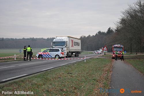 Voetganger overleden na aanrijding met vrachtwagen op N335 [+foto]