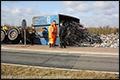 Vrachtwagen met oud ijzer kantelt op N210 [+foto]
