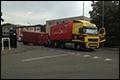 Vrachtwagenchauffeur verliest trailer op Innsbruckweg in Rotterdam [+foto]