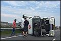 Vrachtwagen gekanteld op N7 [+foto's]