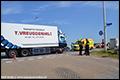 Gewonden na aanrijding personenauto en vrachtwagen in 's Gravenzande [+foto]