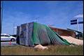 Vrachtwagen met soja kantelt op rotonde N277 [+foto]