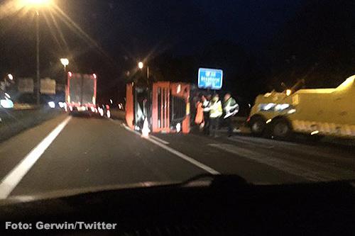 Vrachtwagen gekanteld op A28 [+foto's]