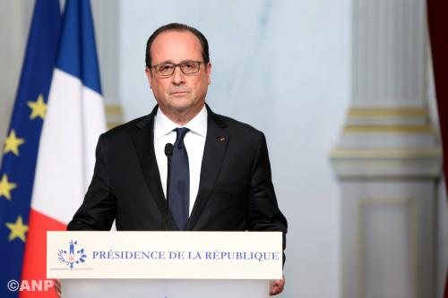 Franse veiligheidsraad bijeen na aanslagen Parijs