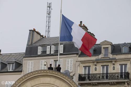 Vluchtauto daders aanslagen Parijs gevonden: daders mogelijk ontsnapt