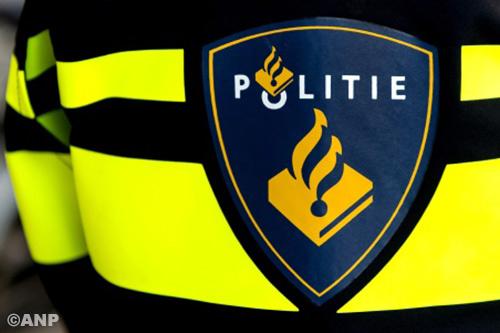 Arrestatieteam bij flat in Enschede [+foto's]