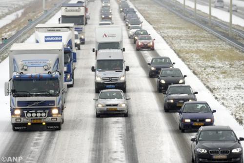 Filesproeier nieuw wapen tegen gladheid voor verkeer in bar winterweer [+foto]