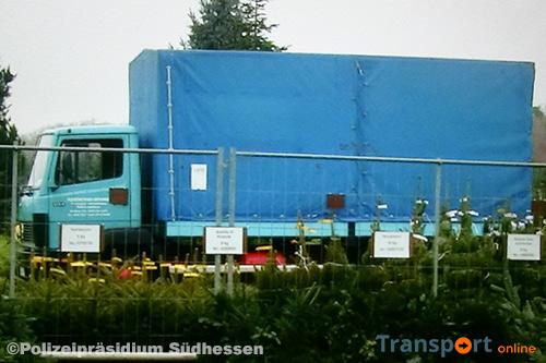 Duitse politie op zoek naar opvallende turquoise vrachtwagen [+foto]