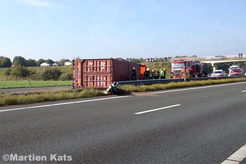 Vrachtwagen gekanteld op A67 [+foto's]