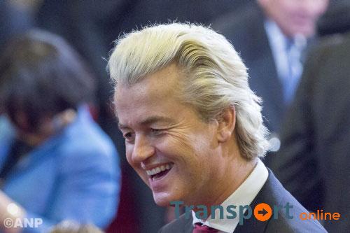 Wilders in actie tegen groter azc Almere