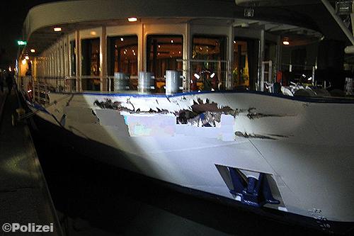 Cruiseschip botst met vrachtschip door foutje van kapitein [+foto]