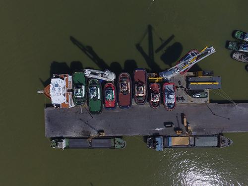 Damen vervoert met 22 schepen hun grootste lading ooit (+foto's)
