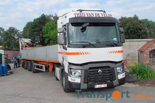 Vijf Renault Trucks T voor Theo van de Velde Transport