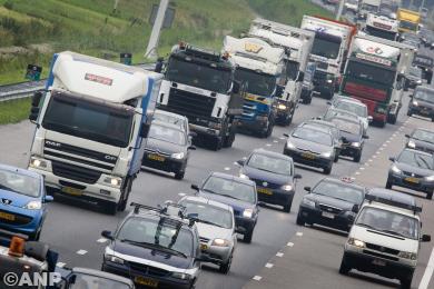 Boze taxichauffeurs zorgen voor vertraging op A4