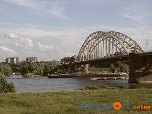 Geen zware vrachtwagens meer over Waalbrug in Nijmegen