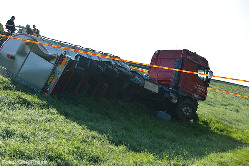 Dodelijk ongeval met vrachtwagen op N50 [+foto's & video]