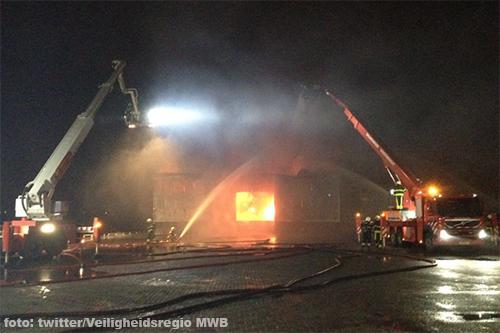Grote brand bij veevoederbedrijf De Heus Andel [+foto's]