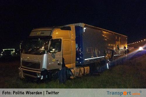 Vrachtwagen van de weg op A12 [+foto's]