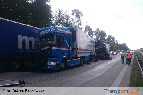 Vrachtwagenchauffeur rijdt in op file: vijf gewonden [+foto's]