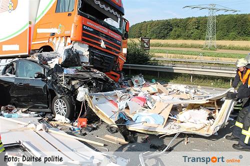 Nederlandse man om het leven gekomen nadat vrachtwagen inrijdt op file [+foto's&video]