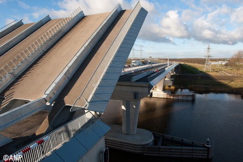 Lange files op N50 door storing met Ramspolbrug