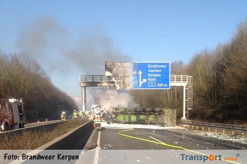 Vrachtwagen gekanteld en in brand gevlogen [+foto's]