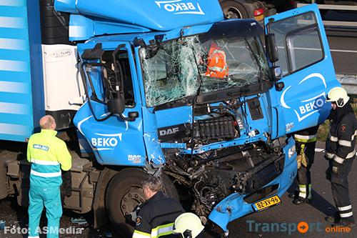 Vrachtwagenchauffeur gewond bij ongeval A50 [+foto's]