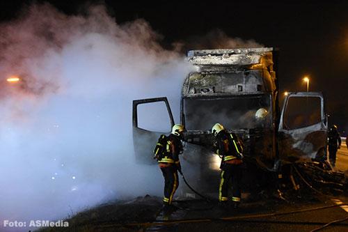 Vrachtwagen in de brand op A12 [+foto]