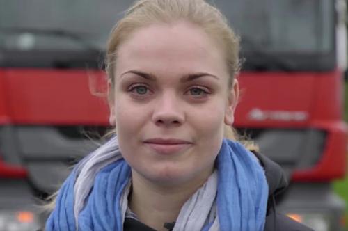 Ludieke actie vrachtwagenchauffeuse Ellen (25) voor vast contract [+video]