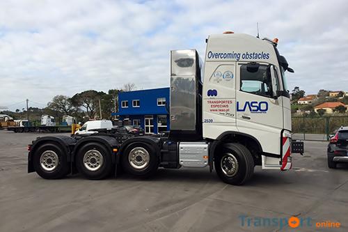 Vier nieuwe Volvo's en vier Goldhofer opleggers voor LASO Transportes SA