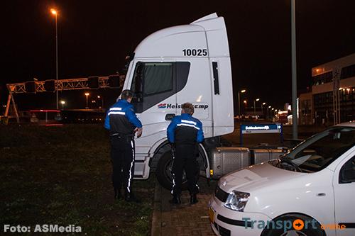 Vrachtwagen weggesleept na niet betalen boete wegens slapen in cabine [+foto's]