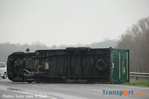 Vrachtwagen gekanteld op A1 [+foto]