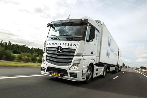 52 Mercedes-Benz Actros distributietrucks voor Cornelissen Groep