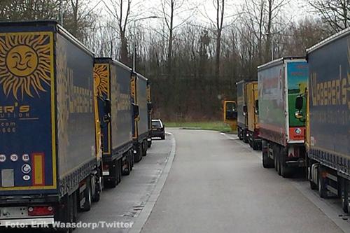 Rijkswaterstaat wil dat vrachtwagens Waberer's van verzorgingsplaatsen vertrekken [+foto's]
