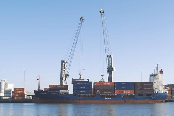 Overslag via zeevaart in de haven van Moerdijk gestegen