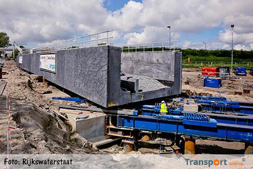 Grootste spoorviaduct van Fryslân ligt op zijn plek