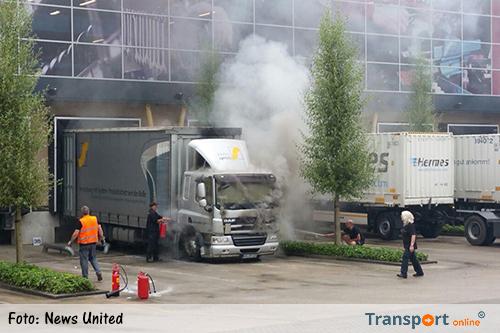 Vrachtwagen in brand gevlogen bij laaddock in Varsseveld [+foto]