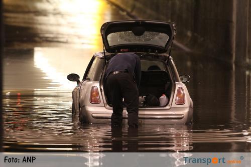 Veel wateroverlast op snelwegen tijdens ochtendspits [+foto's]