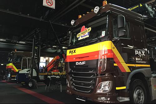 Nieuwe voertuigen PAX Bouw- en Industrieservice op beursstand Rondaan en Palfinger Nederland
